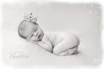nyfødtfotograf_vakrelilleprinsenmed_krone_karinfoto