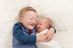 babyfotograf_KarinPedersen_karinfoto_sarpsborg_nyfødtfotograf_søskenfotografering_søskenfoto-960x636