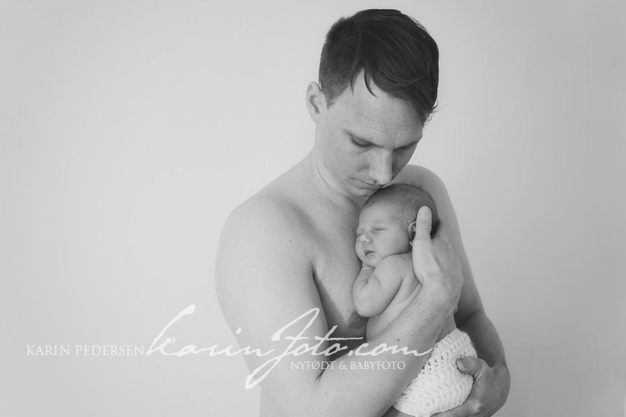 Nyfødtfotografering,far,datter,familieportrett,karinfoto,babyfotografering,sarpsborg,oslo