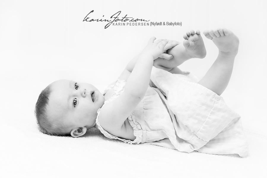 sorthvitt,babyfotografering,karinfoto,fotografering,babyfotograf,østfold,oslobesøk,5mnd