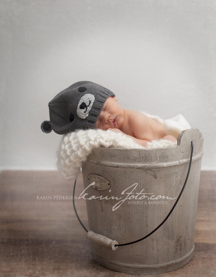 Sov sov,nyfødtfotografering,bøtte,babyfotograf,karinfoto