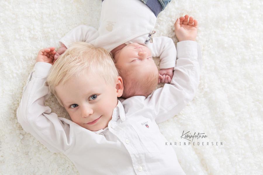 Søsken,fotografering,nyfødt,baby,søskenfotografering,babyfotograf,østlandet