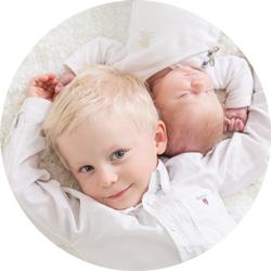 Nyfødtfotografering med storebror!