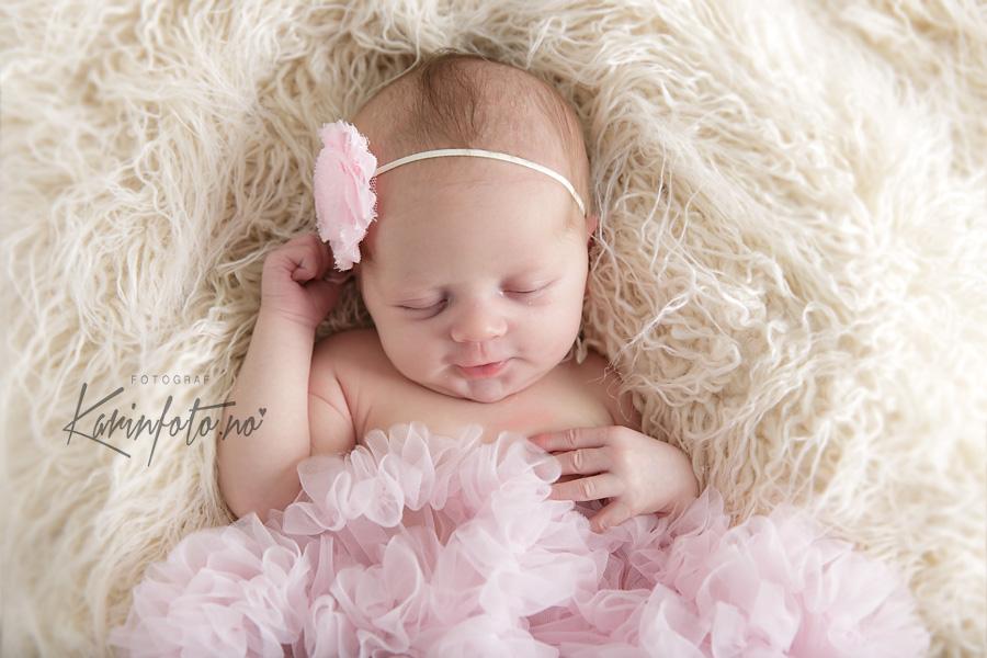 Nyfødt,smil,nyfødtfotografering,Karinfoto,karin,pedersen,prinsesse,tyllskjørt,babystudio,fotostudio,østfold