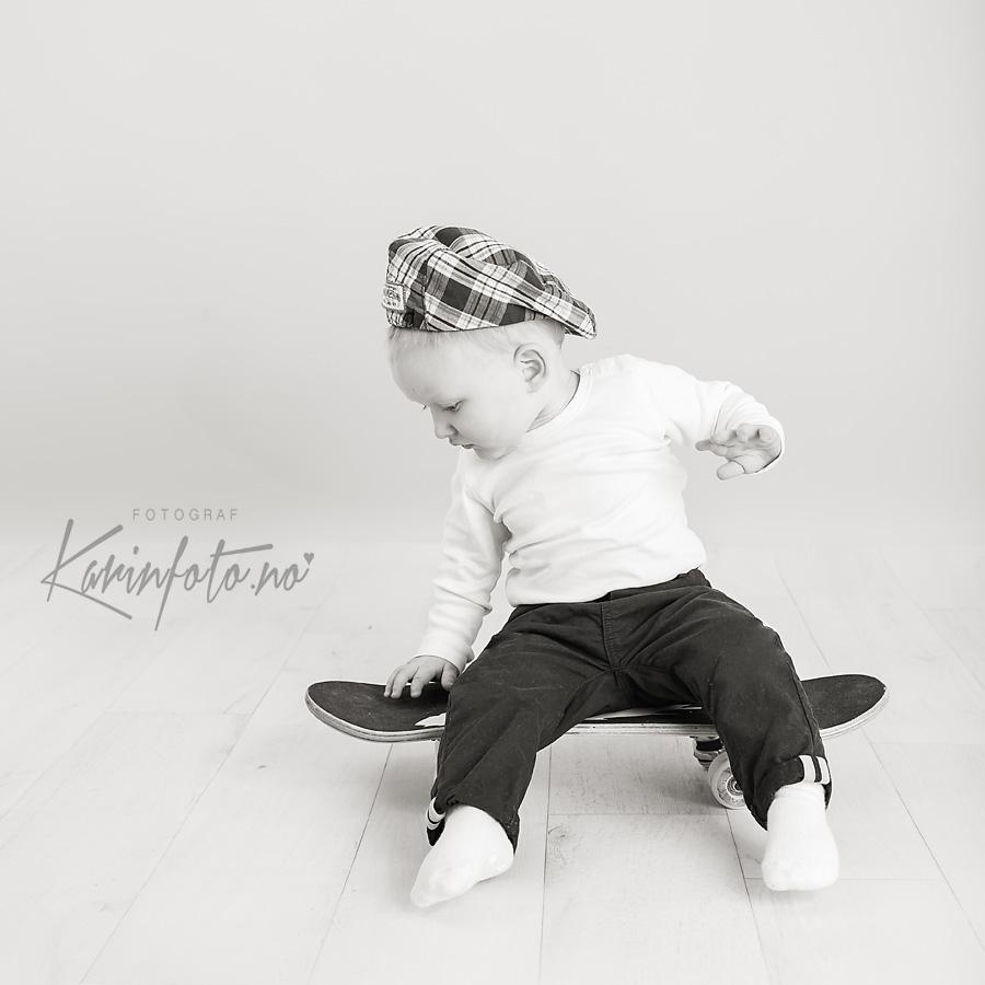 ettårsfotografering,ettårsfoto,fotografering,1år,babyfotograf,Karin Pedersen,KarinFoto,skateboard