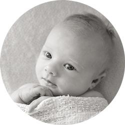 Nyfødt, Ettår og herlig latterkick