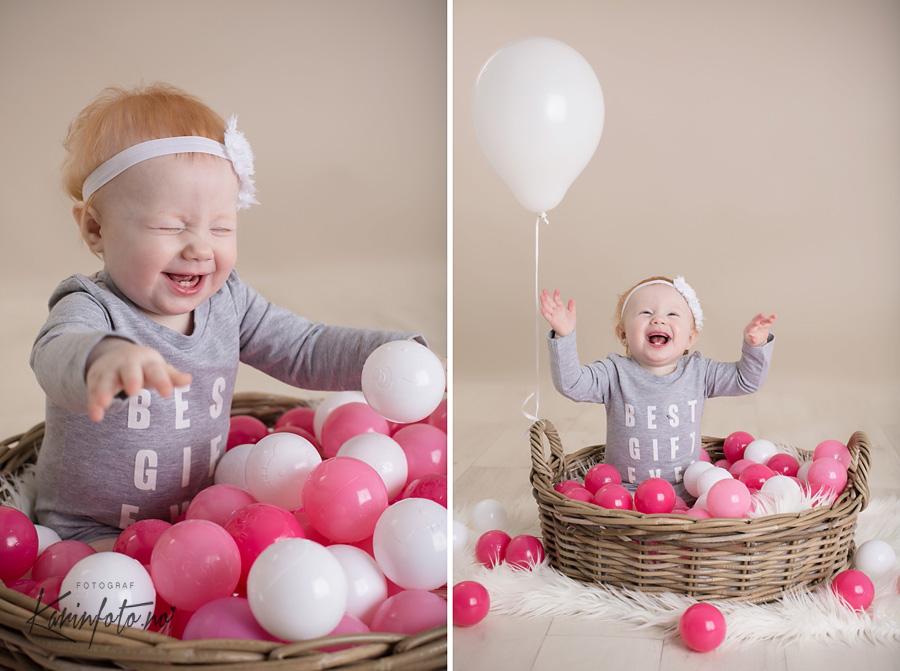 ettårsfotografering,latterkick,ettår,ettårsfoto,baller,ballong,babyfotograf,karinfoto,sarpsborg