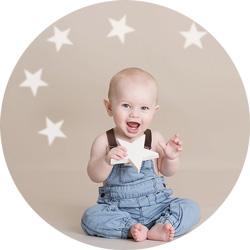 Babyfotografering 7 mnd med stjerner i studio