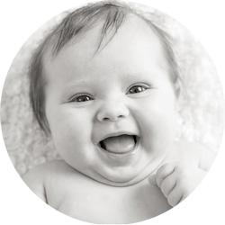 3 mnd og sprudlende glad på babyfotografering