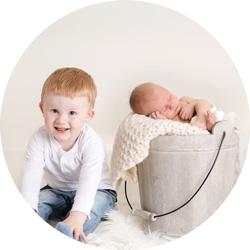 Nyfødtfotografering // Stolt storebror