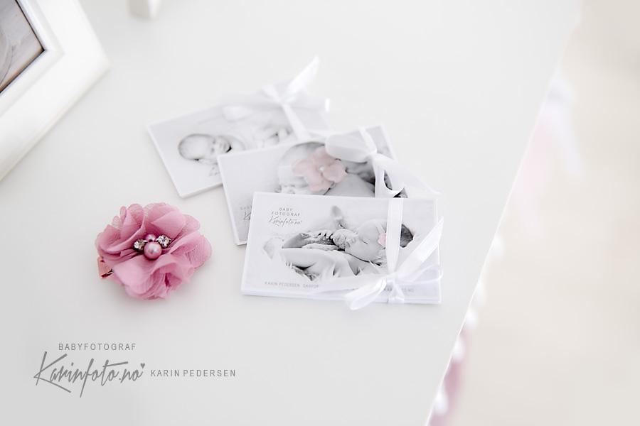 Nyfødtfotografering i sarpsborg,fotograf Karin Pedersen,babyfotograf,nyfødtfoto,babyfoto,visitkort,foto,fotografering