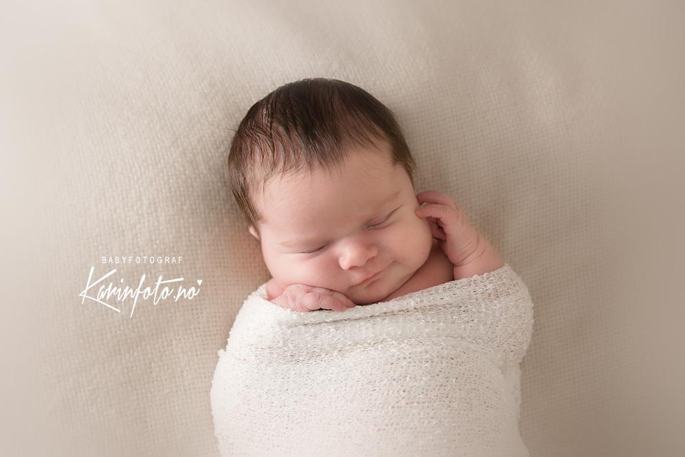 Nydelig nyfødtfotografering KarinFoto,Fotograf Karin Pedersen,Barnefotograf,babyfotograf,nyfødtfotograf,Sarpsborg,Østfold,Sarpsborg,Buskerud,Røyken,