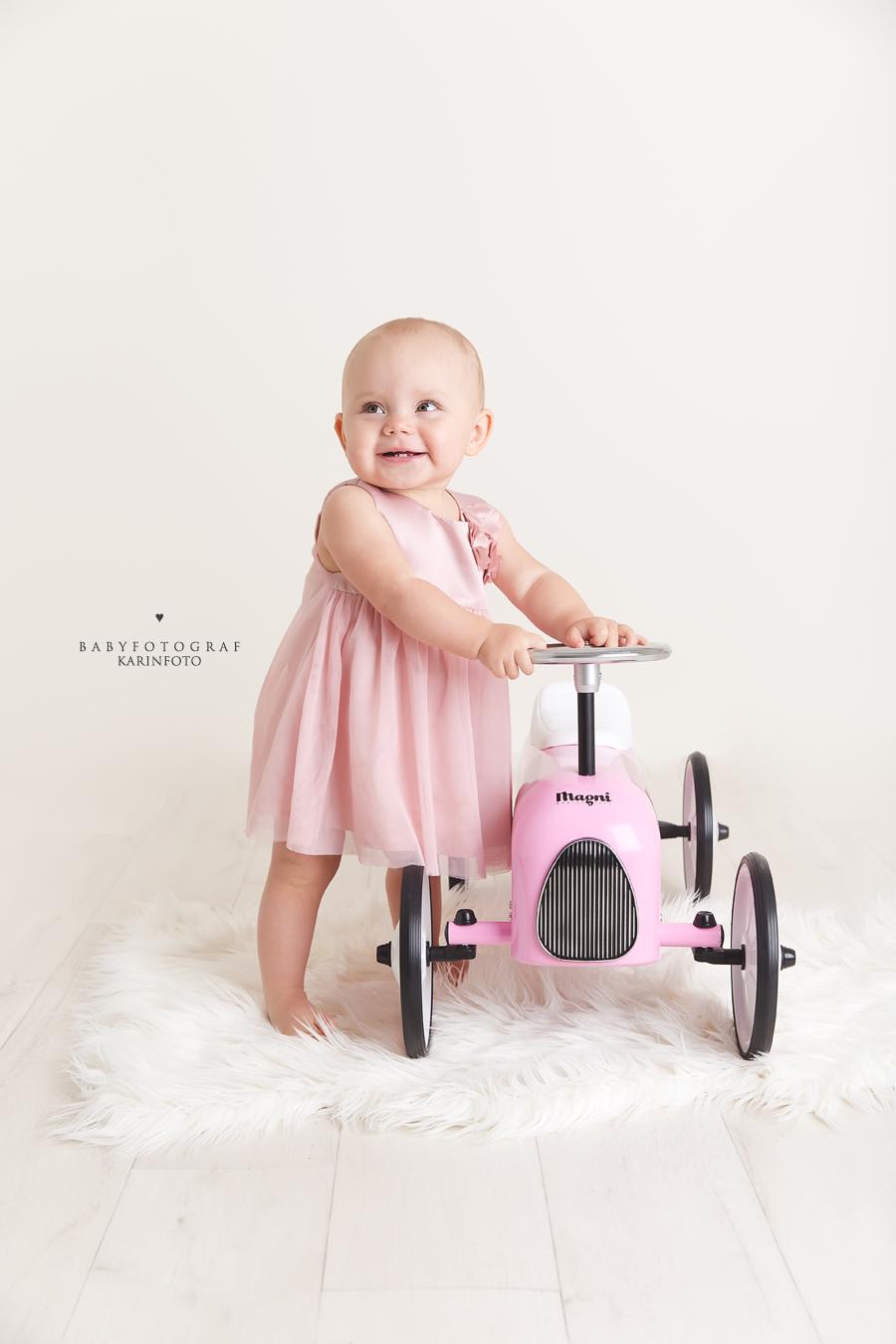 gåbil,Ettårsfotografering,babyfotograf,karinfoto,karin Pedersen,ettår,fotograf,photoshoot