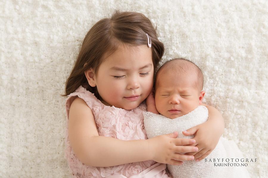 Søskenfotografering,nyfødtfotografering,søskenfoto,babyfotografering,nyfødt,baby,fotograf,babyfotograf