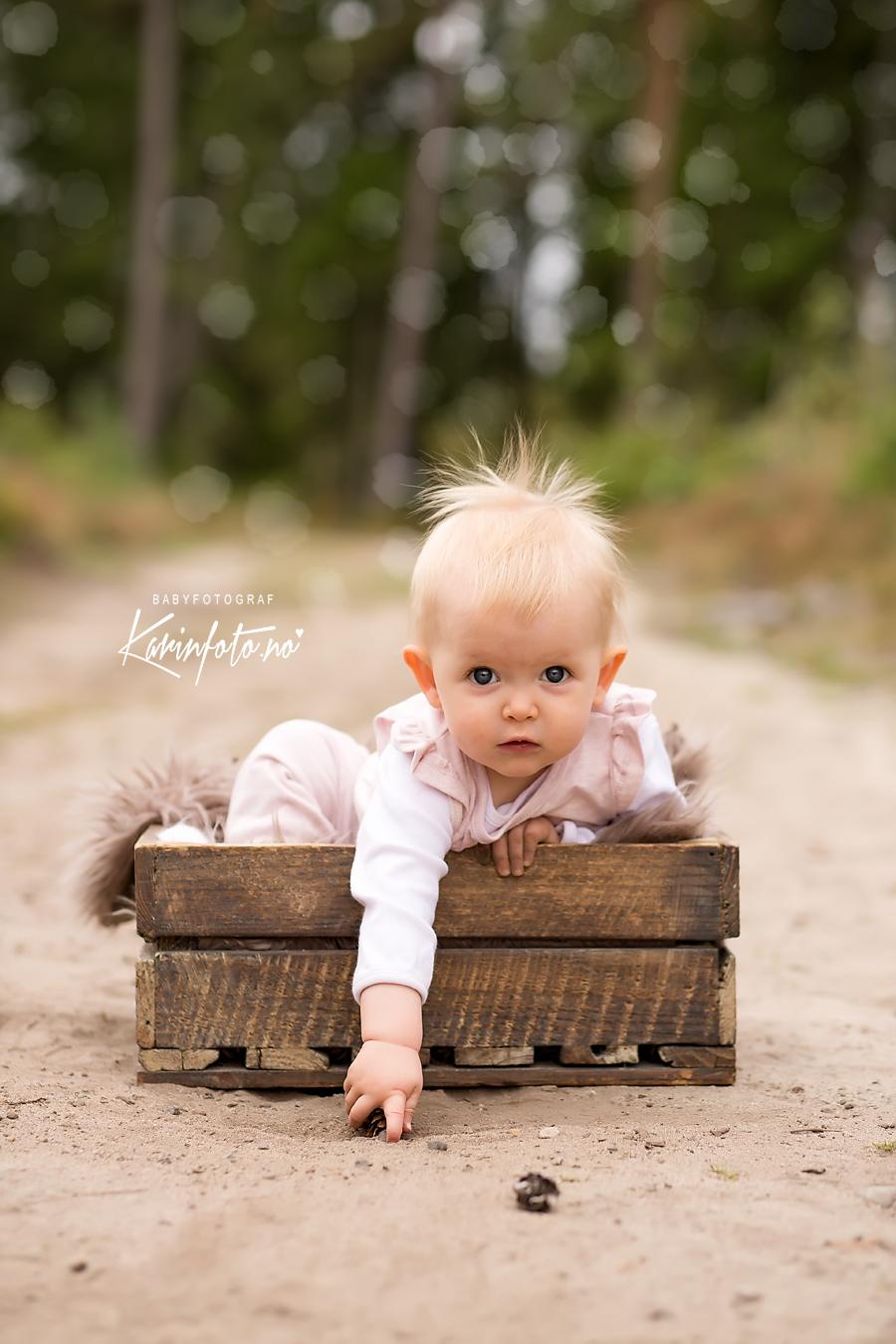 karinfoto_babyfotograf_utefotografering_babyfoto_fotograf_karinpedersen_ettarsfotografering_