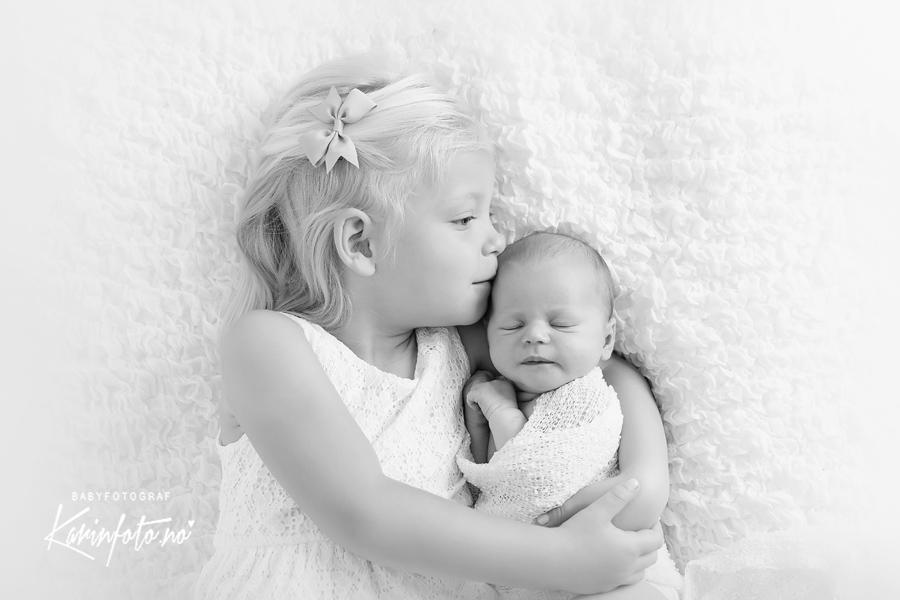 søskenfotografering,fotografKarinPedersen,babyfotograf,nyfødtfotograf,søskenfoto,Sarpsborg,vestfold