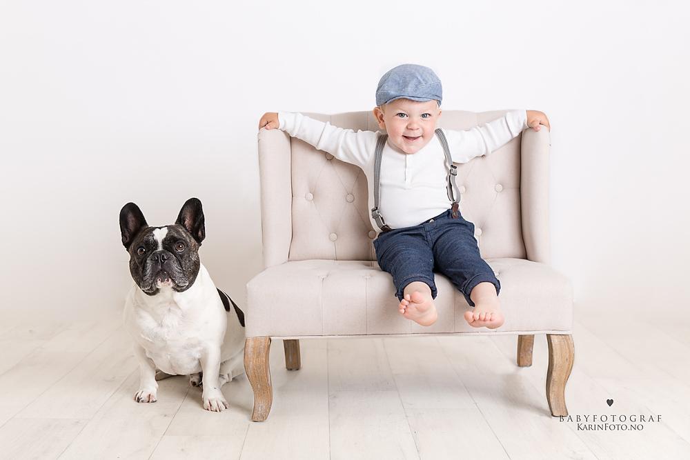 Barn og hund-2 årsfoto-franskbulldog-studiofoto-fotograf-karinfoto-karinPedersen-barnefotograf-sarpsborg-oslo-østfold