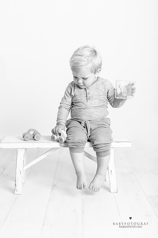 Barn-2 årsfoto-studiofoto-fotograf-karinfoto-karinPedersen-barnefotograf-sarpsborg-oslo-østfold
