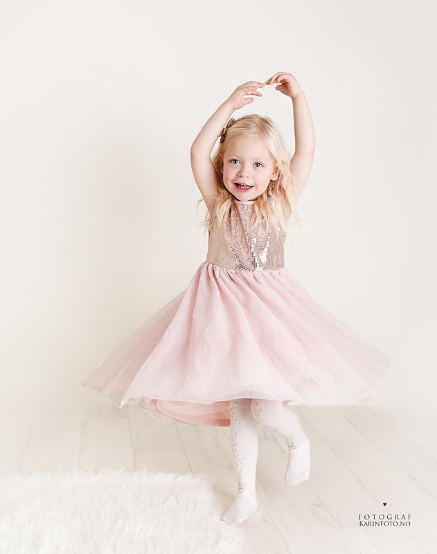 barnefotograf,karinfoto,KarinPedersen,magisk fotografering,glitter,prinsesse,studio,sarpsborg,oslo,østfold