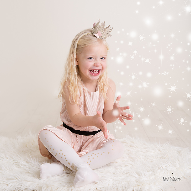barnefotograf,KarinPedersen,karinfoto,magisk fotografering,glitter,prinsesse,studio,sarpsborg,oslo,østfold