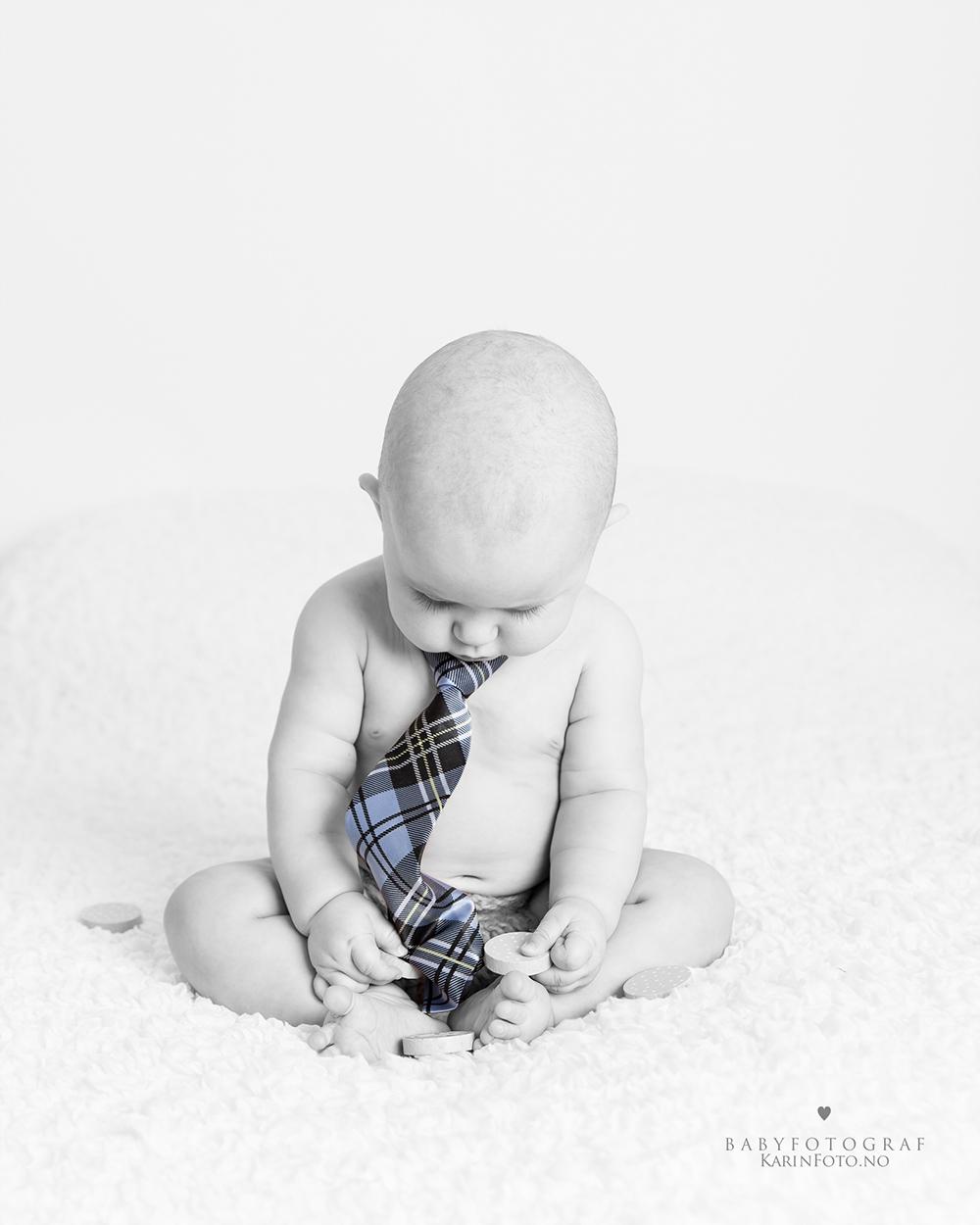 Babyfoto 6 mnd, babyfotografering, Fotograf Karin Pedersen, KarinFoto,Babyfotograf, Sarpsborg,Fredrikstad,Moss,Halden,Vestby,Vestfold,østfold
