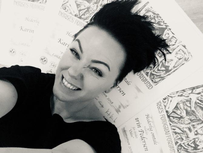 fotograf Karin Pedersen, karinfoto,nyfødtfotograf,premiert,konkurranse,diplomer,hederligomtale,nff,selfie