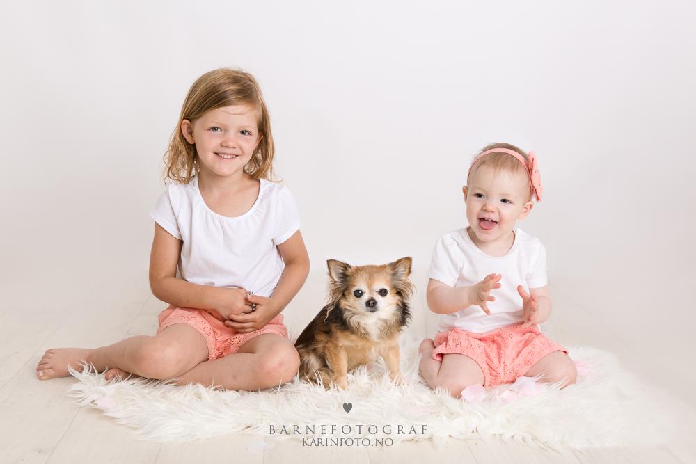 Søskenfoto,barnefotograf,karinfoto,karinpedersen,chihuahua,hund og barn, sarpsborg,fredrikstad,moss,halden,oslo