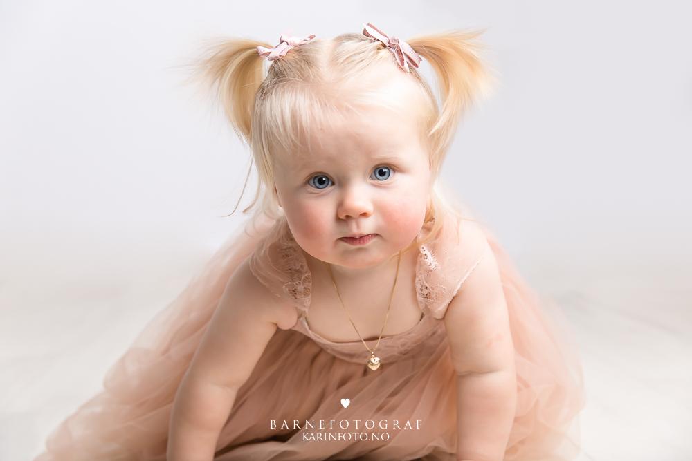 Ettårsfotografering,barnefotograf Karin Pedersen,karinfoto,ettårsfoto,babyfotografering,barneportrett,sarpsborg,fredrikstad,moss,halden,oslo,østlandet