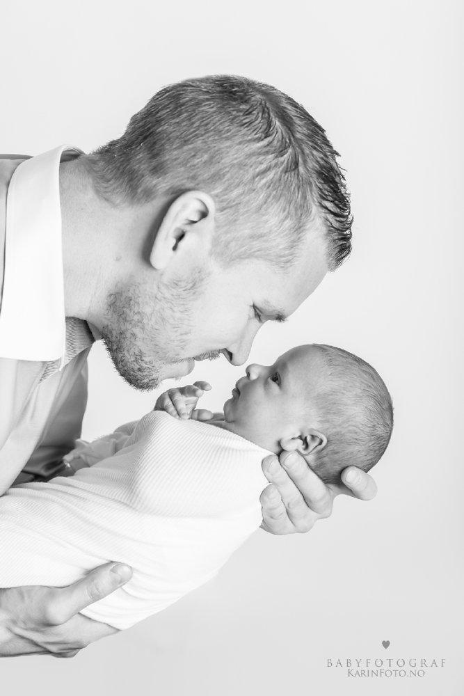 Familiefoto_fotograf_karinPedersen_sarpsborg_farogsønn_babyfotografering.jpg