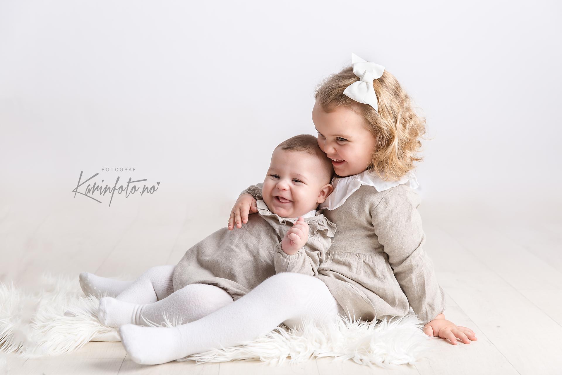 søskenfotografering,karinfoto,babyfotograf,sarpsborg,oslo,østfold
