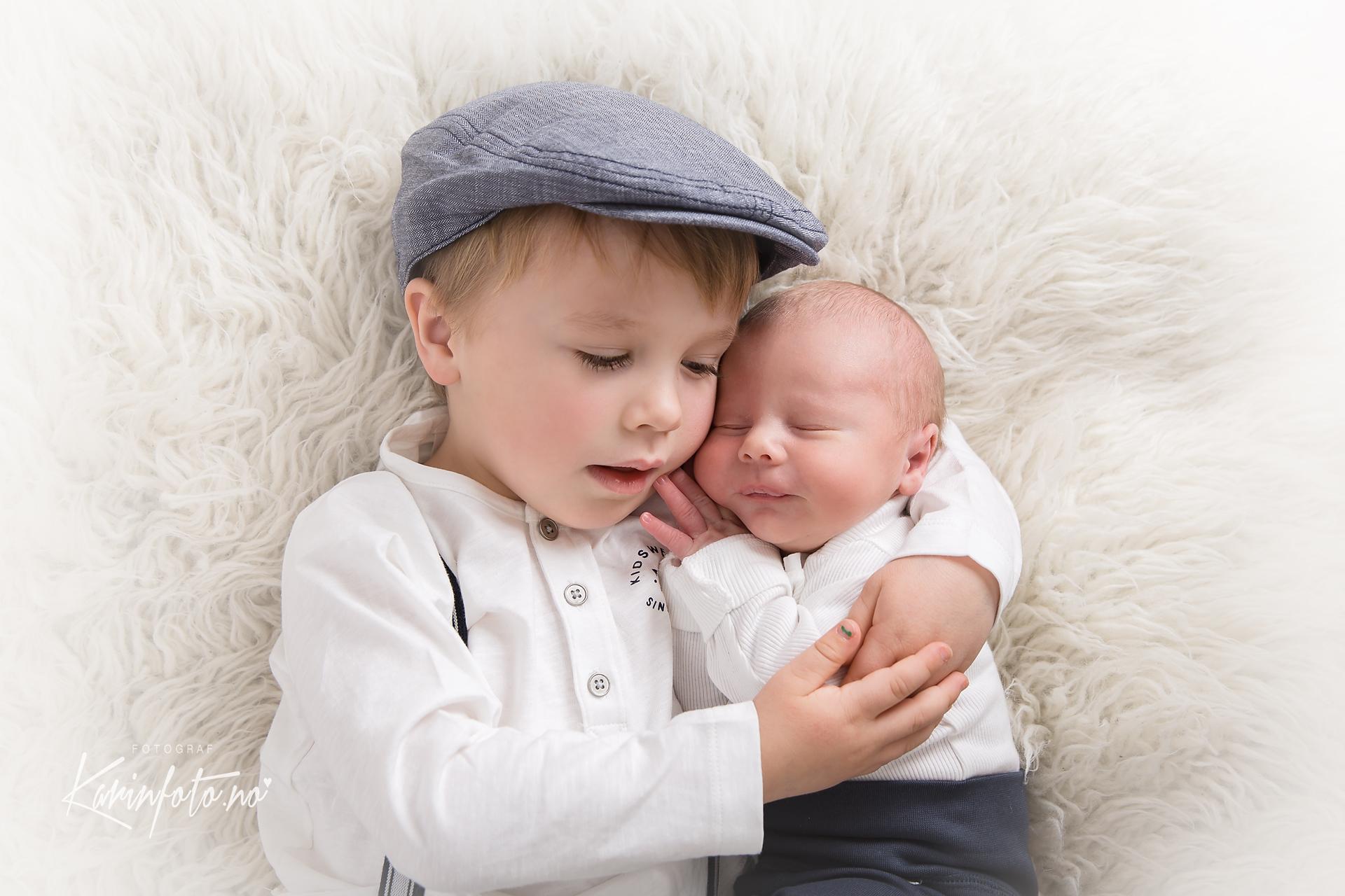 søskenfotografering,karinfoto,babyfotograf,sarpsborg,oslo,østfold,brødre,Brothers