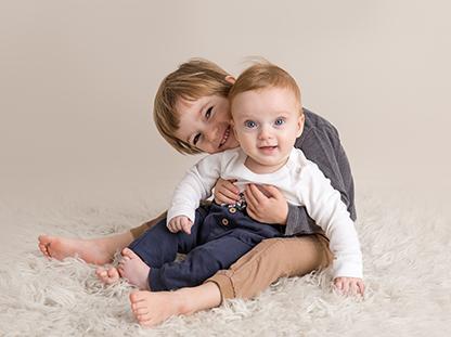 Søskenfotografering,KarinFoto,søsken,babyfoto,brødre,søskenfoto,fotografering,viken,sarpsborg,fredrikstad,moss,halden,oslo